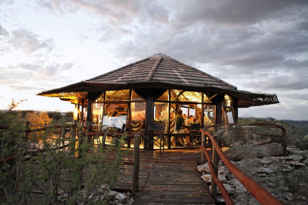 Namibia Vingerklip Lodge Eagles Nest Restaurant Iwanowskis Reisen - afrika.de