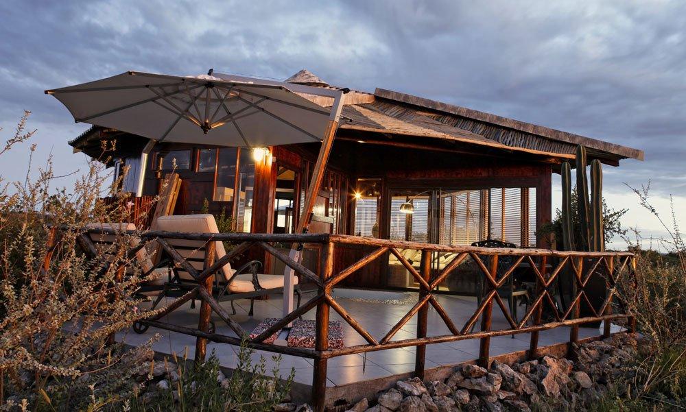 Namibia Vingerklip Lodge Havens Gate Bungalow Iwanowskis Reisen - afrika.de