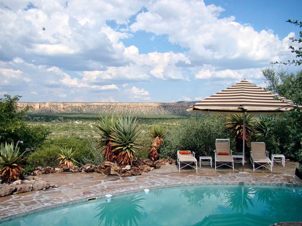 Namibia Vingerklip Lodge Pool Iwanowskis Reisen - afrika.de