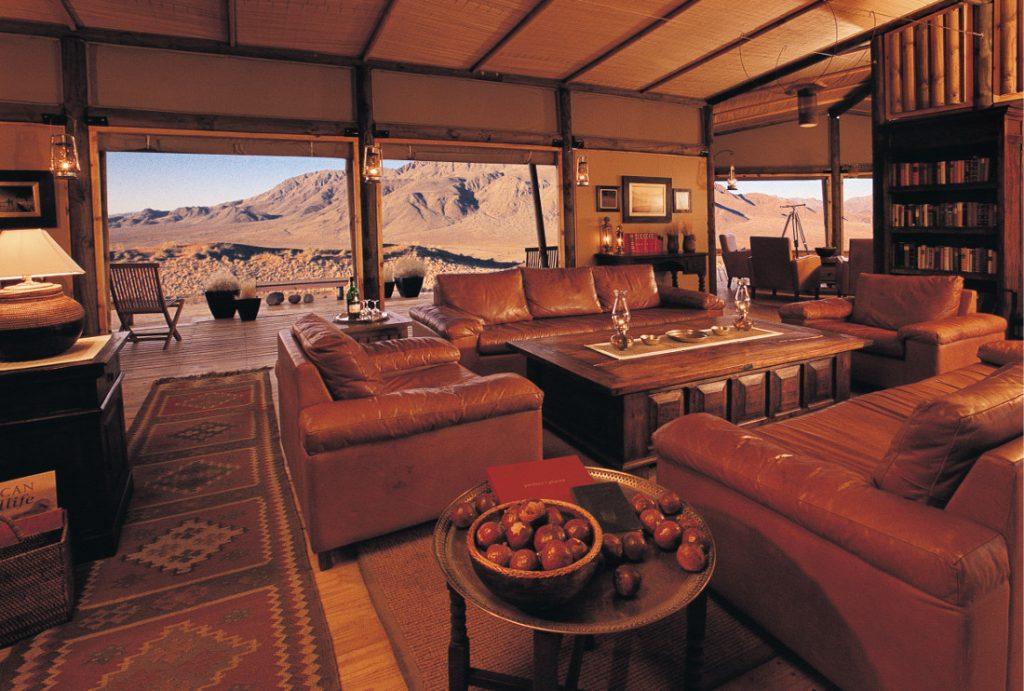 Namibia NamibRand Nature Reserve Wolwedans Dunes Lodge Lounge Iwanowskis Reisen - afrika.de