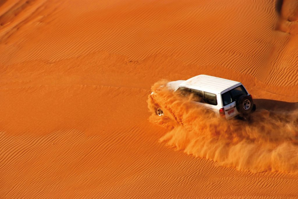 Oman Selbstfahrer Rundreise Wüste Wahiba Sands 4x4 Fahrzeut Iwanowskis Reisen - afrika.de