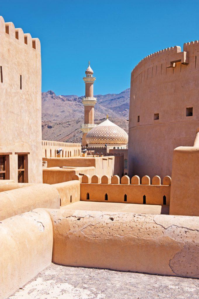 Oman Nizwa Fort Gruppenreise Rundreise Iwanowskis Reisen - afrika.de