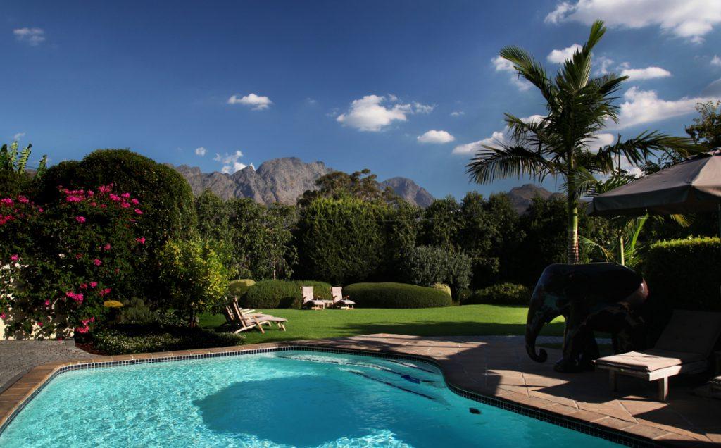 Südafrika Avendrood Guesthouse Swimming Pool Iwanowskis Reisen - afrika.de