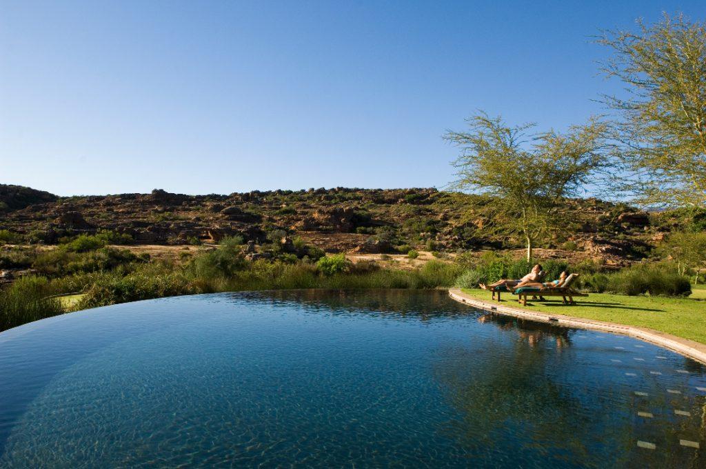 Südafrika Cederberge Bushmans Kloof Pool Iwanowskis Reisen - afrika.de