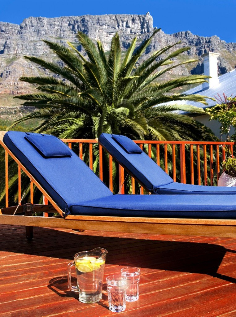 Südafrika Kapstadt Cactusberry Lodge Terrasse Iwanowskis Reisen - afrika.de