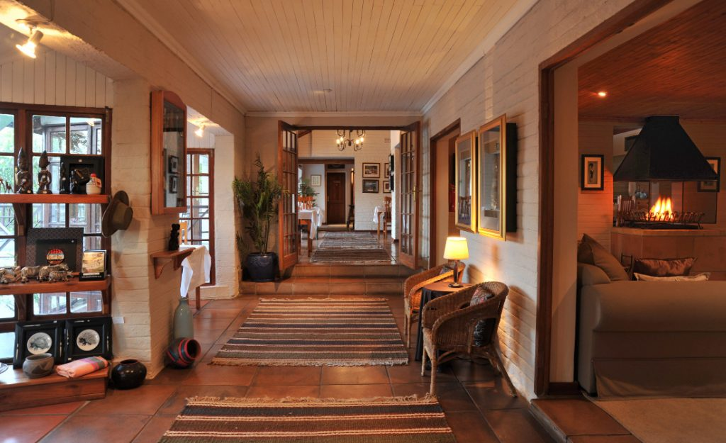Südafrika Hazyview Chestnut Country Lodge Eingangsbereich Iwanowskis Reisen - afrika.de