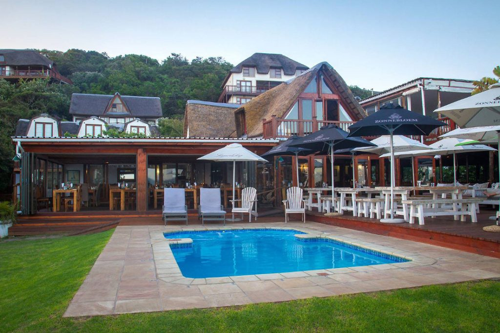 Südafrika Eastern Cape Wild Coast Crawfords Beach Lodge Pool Iwanowskis Reisen - afrika.de