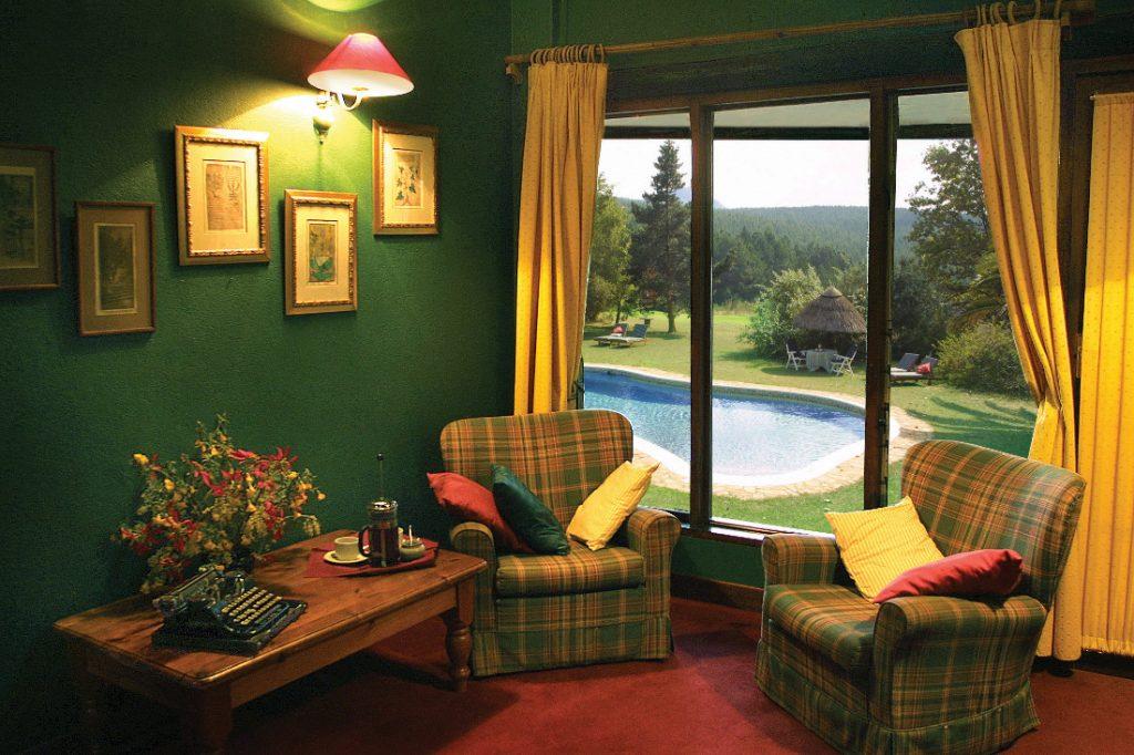 Südafrika Swasiland Foresters Arms Lounge Pool Iwanowskis Reisen - afrika.de