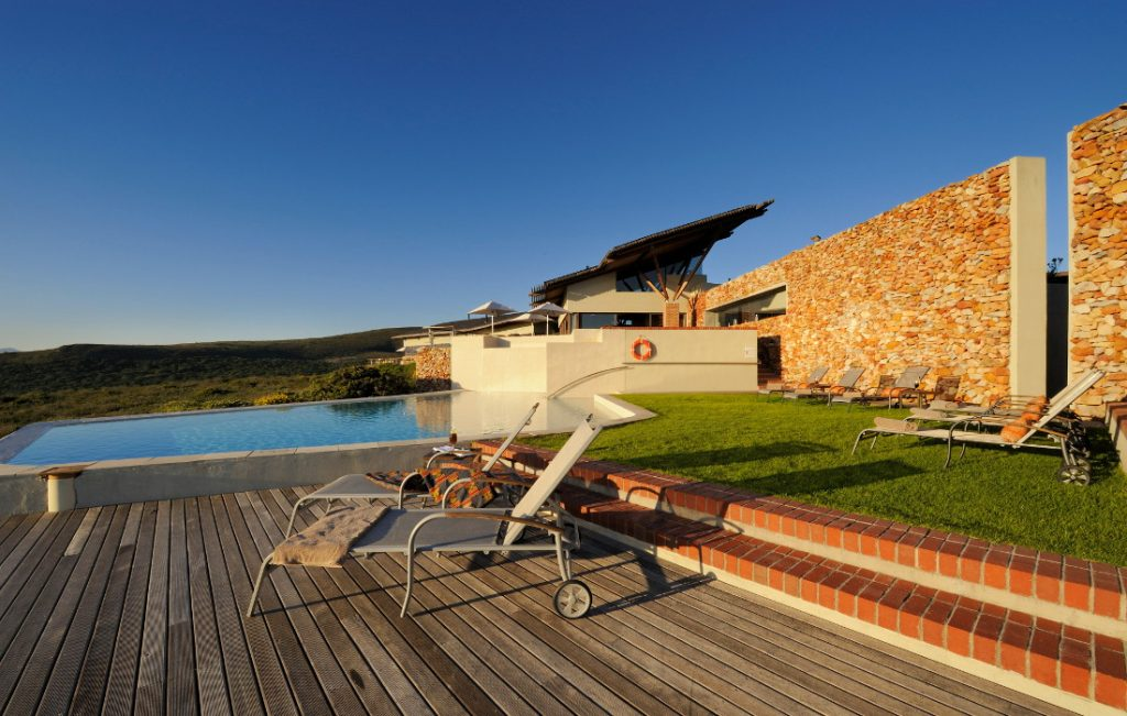 Südafrika Hermanus Grootbos Nature Reserve Pool Forest Lodge Iwanowskis Reisen - afrika.de