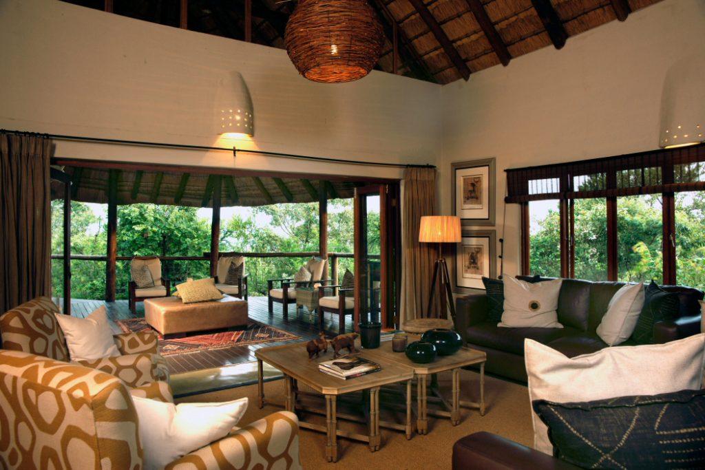 Südafrika Madikwe Game Reserve Impodimo Lodge Lounge Iwanowskis Reisen - afrika.de