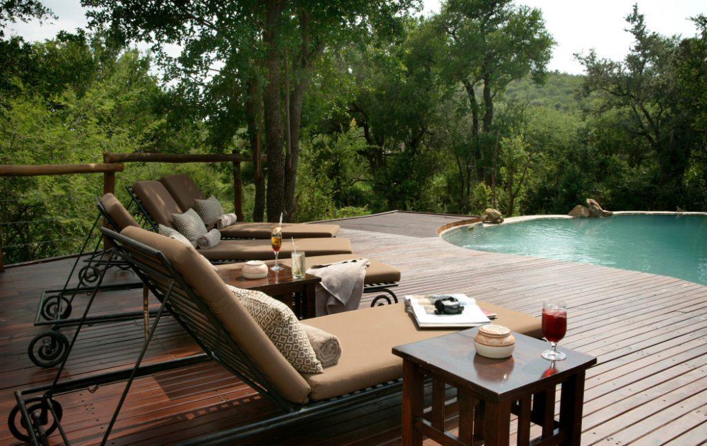Südafrika Madikwe Game Reserve Impodimo Lodge Pool Iwanowskis Reisen - afrika.de
