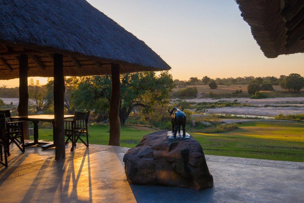 Südafrika Sabi Sands Inyati Game Lodge Sonnenuntergang Iwanowskis Reisen - afrika.de