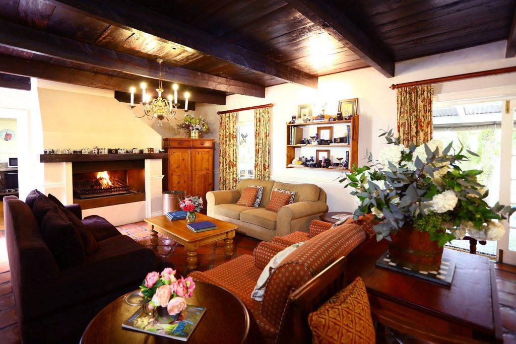 Südafrika Stellenbosch Knorhoek Guest House Lounge Iwanowskis Reisen - afrika.de