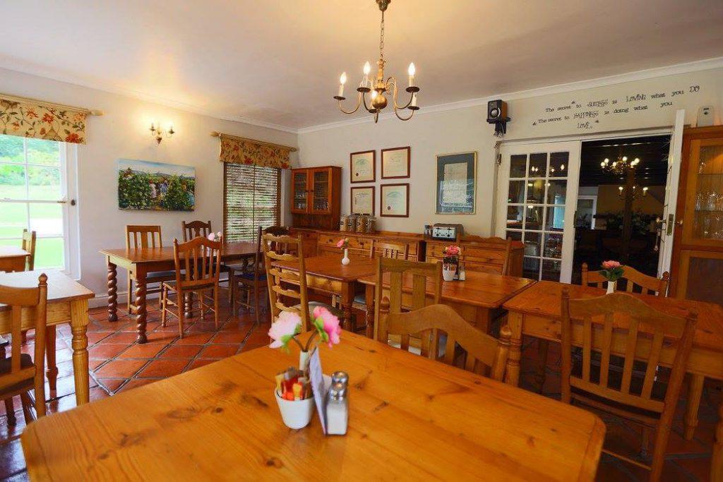 Südafrika Stellenbosch Knorhoek Guest House Restaurant Iwanowskis Reisen - afrika.de
