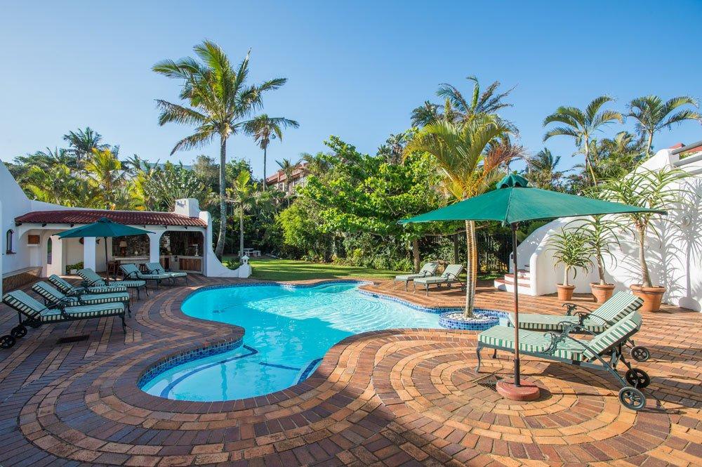 Südafrika KwaZulu-Natal Lalaria Lodge Pool Garten Iwanowskis Reisen - afrika.de