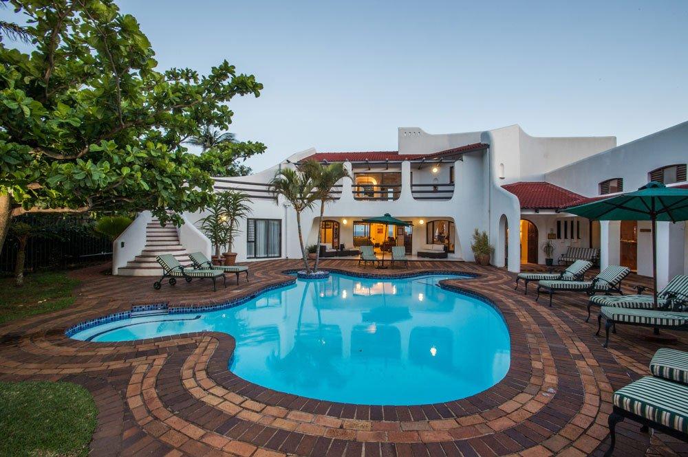 Südafrika KwaZulu-Natal Lalaria Lodge Pool Iwanowskis Reisen - afrika.de