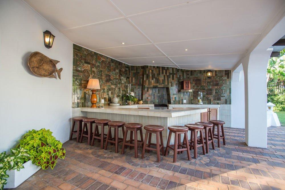 Südafrika KwaZulu-Natal Lalaria Lodge Poolbar Iwanowskis Reisen - afrika.de
