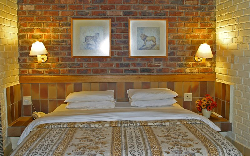 Südafrika Pilanesberg Manyane Resort Chalet Schlafzimmer Iwanowskis Reisen - afrika.de