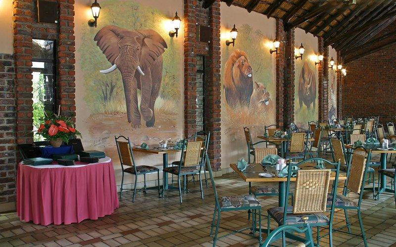 Südafrika Pilanesberg Manyane Resort Restaurant Iwanowskis Reisen - afrika.de