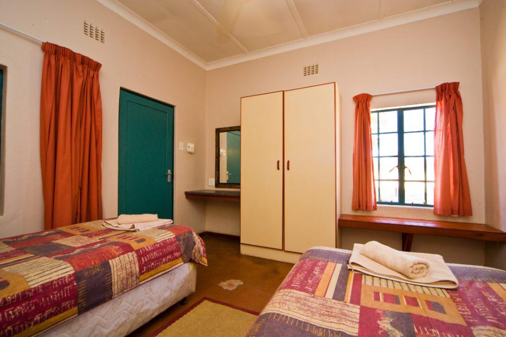 Südafrika Kgalagadi Transfrontier Park Mata Mata Camp Unterkunft Schlafraum Iwanowskis Reisen - afrika.de