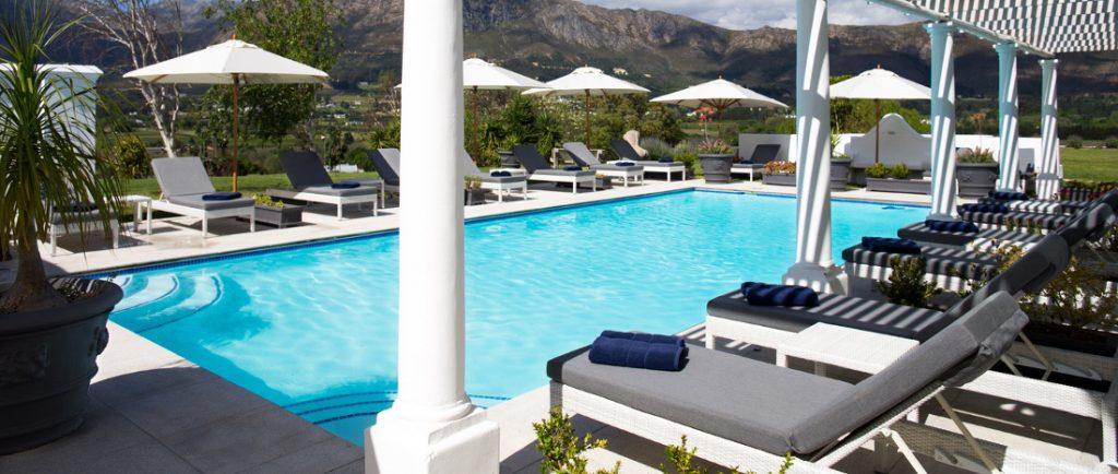 Südafrika Franschhoek Mont Rochelle Pool Iwanowskis Reisen - afrika.de