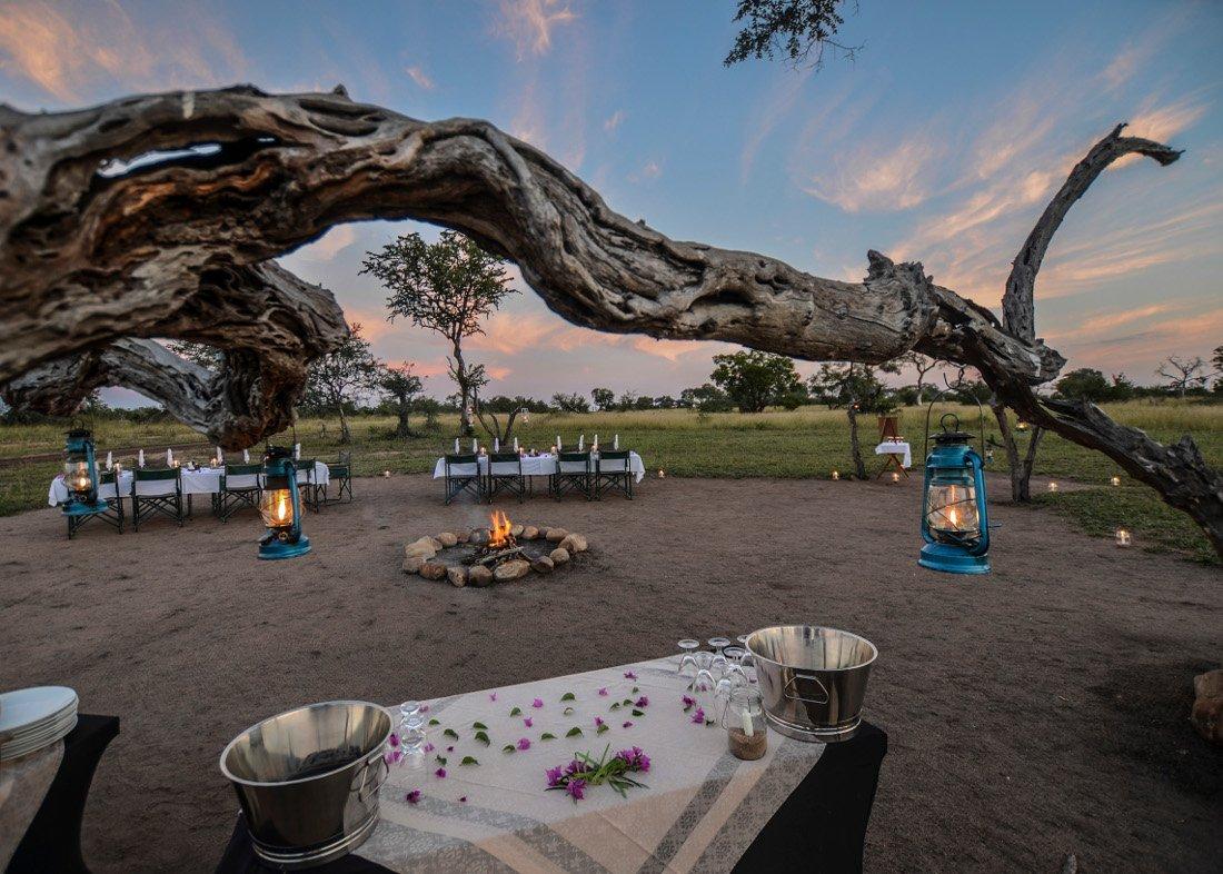 Südafrika Krüger Nationalpark Sabi Sands Reserve Nkorho Bush Lodge Lagerfeuer Iwanowskis Reisen - afrika.de
