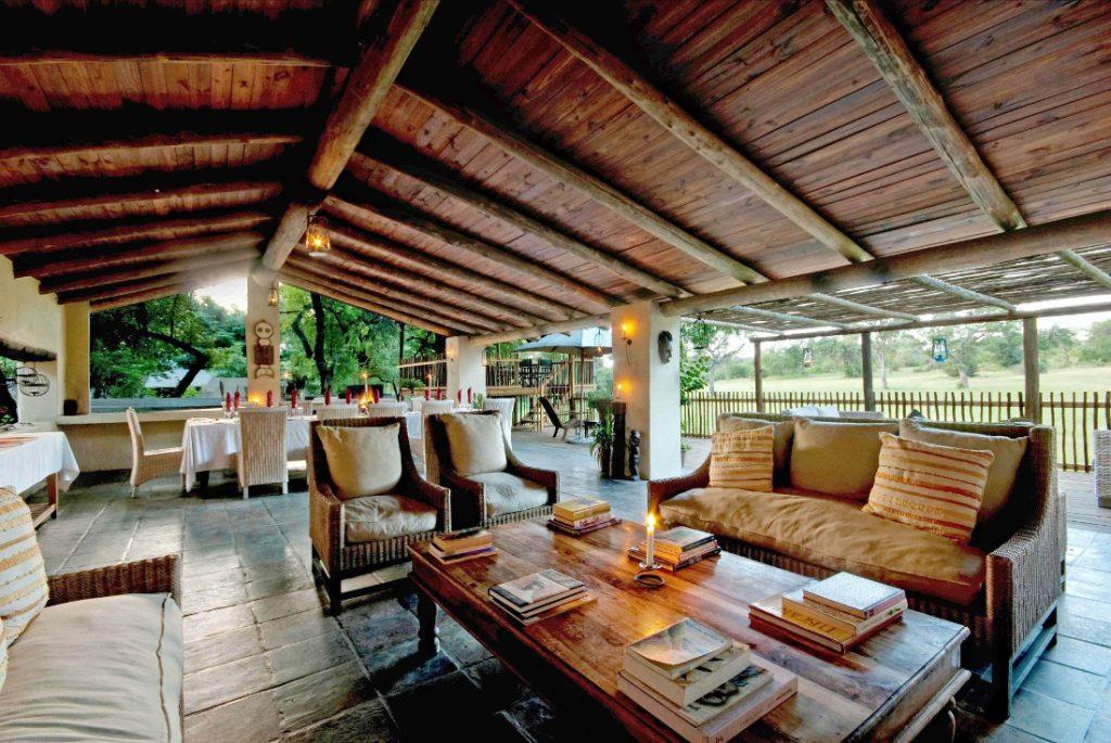 Südafrika Sabie Sands Nottens Bush Camp Lounge Iwanowskis Reisen - afrika.de