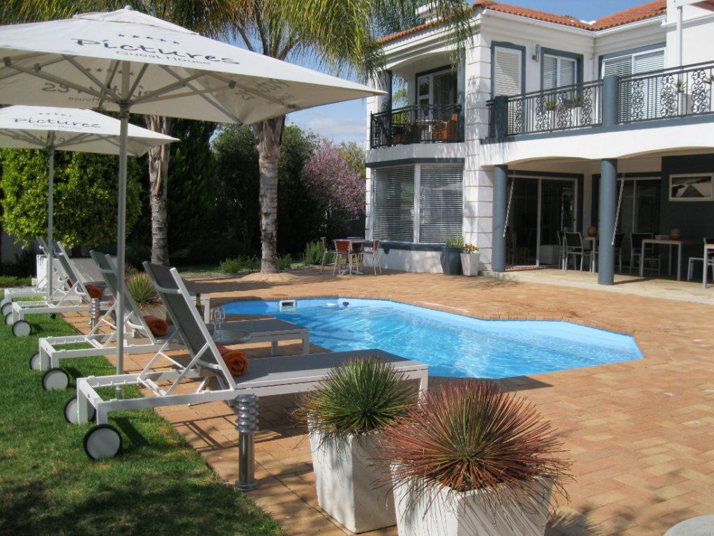 Südafrika Oudtshoorn Pictures Guesthouse Pool Iwanowskis Reisen - afrika.de