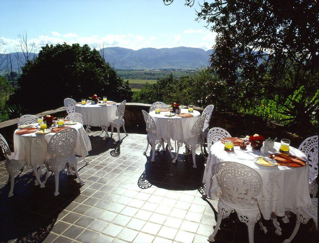 Südafrika Swasiland Reillys Rock Hilltop Lodge Terrasse Iwanowskis Reisen - afrika.de