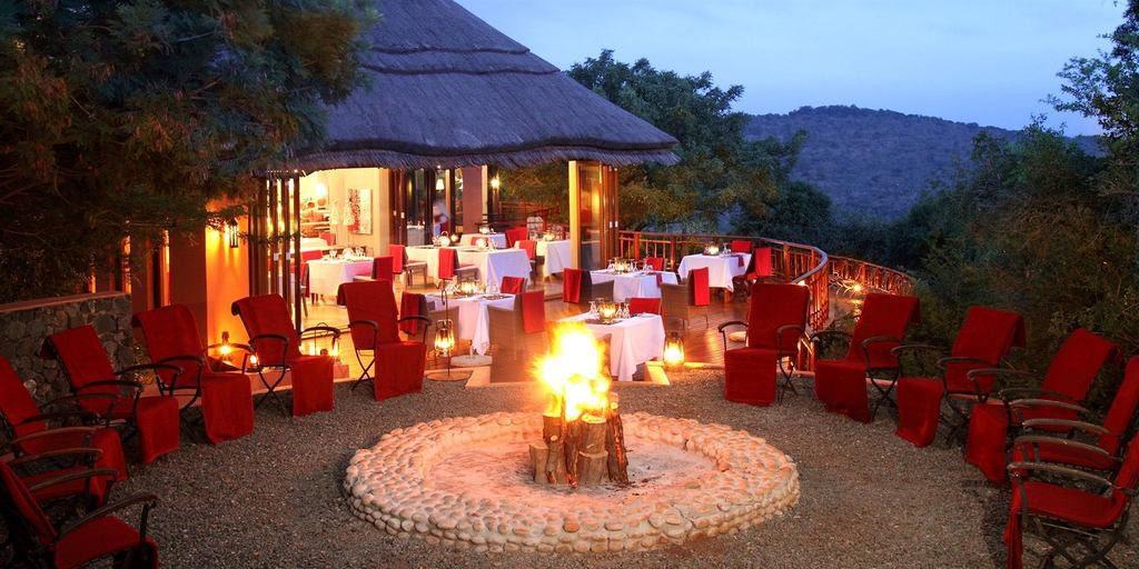 Südafrika Hluhluwe Thanda Main Lodge Boma Iwanowskis Reisen - afrika.de