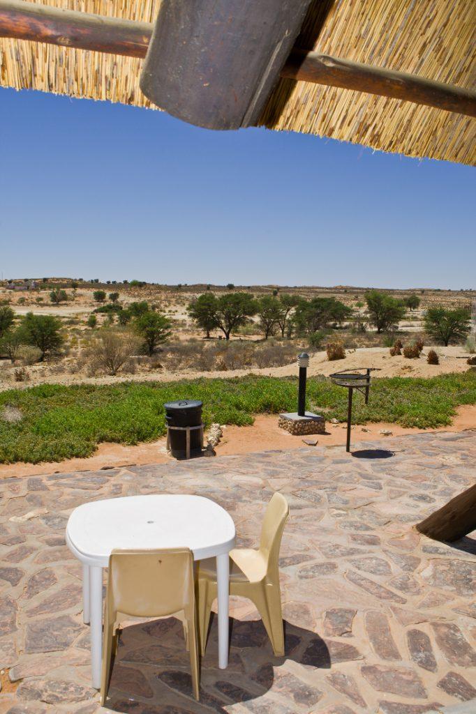 Südafrika Kgalagadi Transfrontier Park Twee Rivieren Camp Terrasse Iwanowskis Reisen - afrika.de