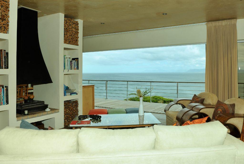 Südafrika Gansbaai Whalesong Lodge Ausblick Lounge Iwanowskis Reisen - afrika.de