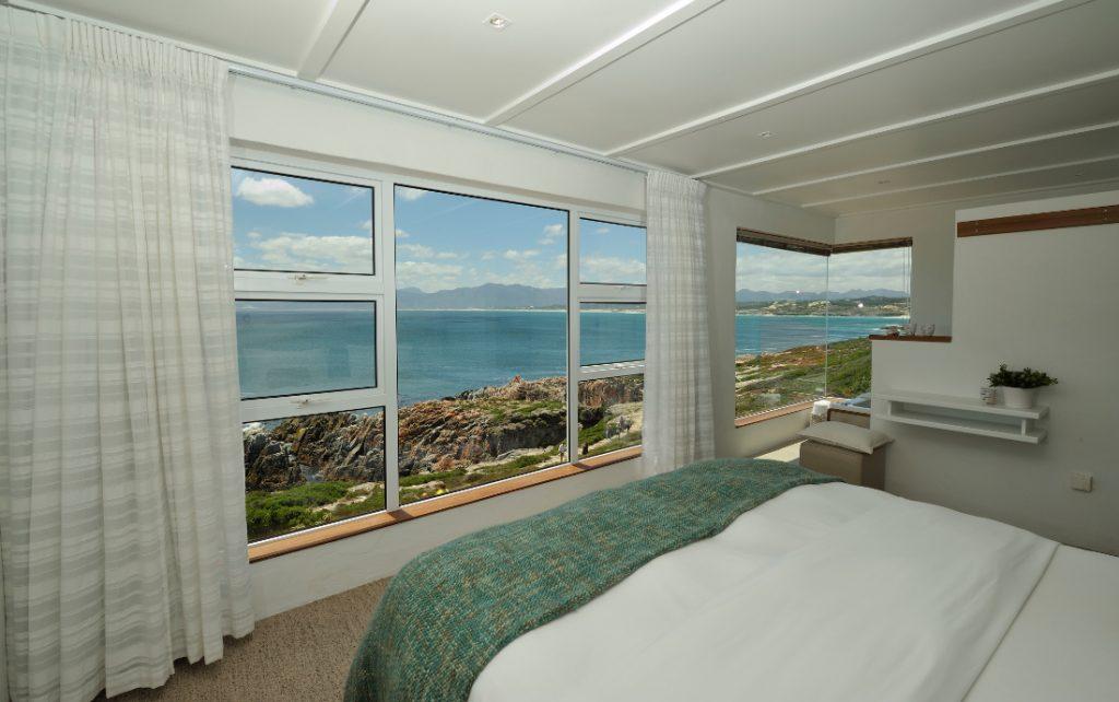 Südafrika Gansbaai Whalesong Lodge Gästezimmer Ausblick Iwanowskis Reisen - afrika.de