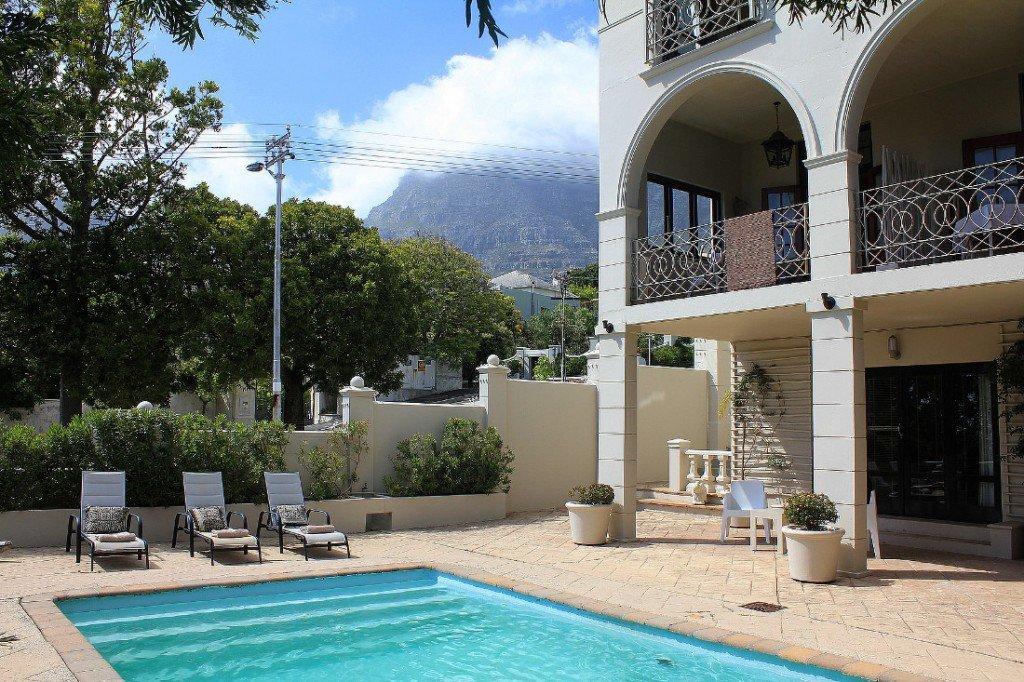 Südafrika Kapstadt De Tafelberg Guesthouse Pool Iwanowskis Reisen - afrika.de