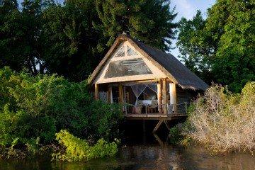 Sambesi Fluss Sindabezi Camp Außenansicht Iwanowskis Reisen - afrika.de