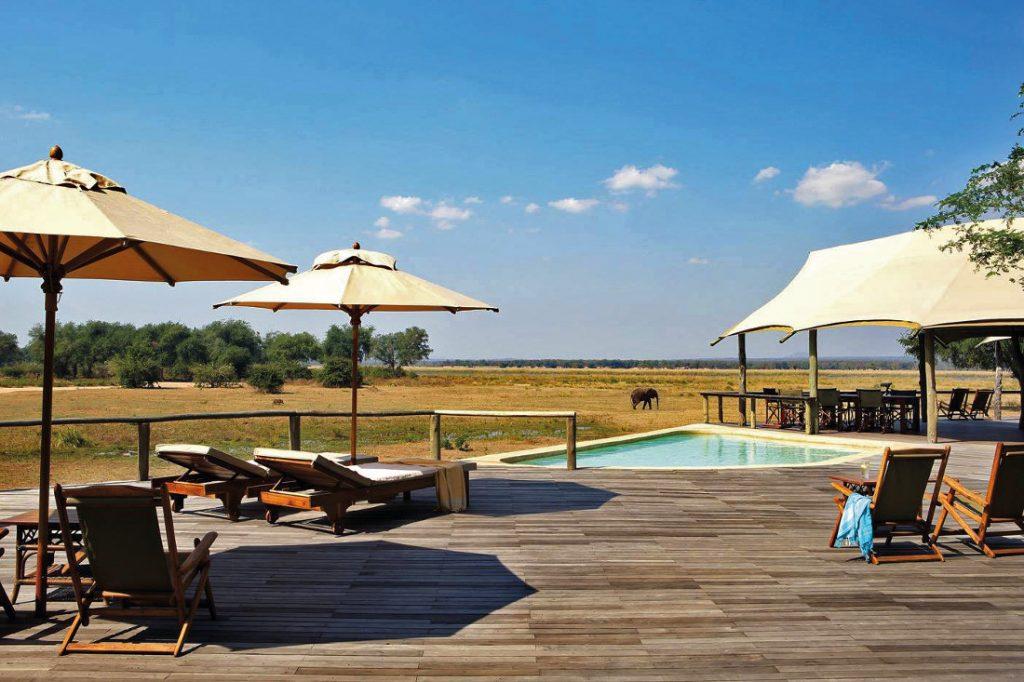 Sambia Lower Zambezi National Park Anabezi Luxury Tented Camp Pool Iwanowskis Reisen - afrika.de
