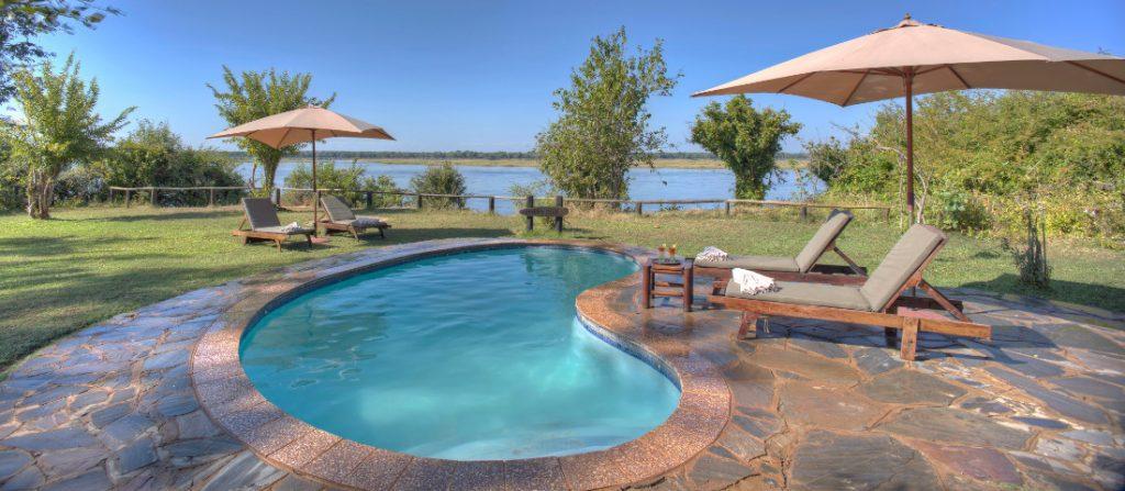 Sambia Lower Zambezi National Park Kasaka River Lodge Pool Iwanowskis Reisen - afrika.de