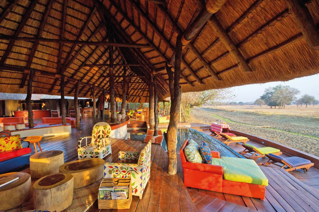 Sambia South Luangwa National Park Lion Camp Lounge Iwanowskis Reisen - afrika.de
