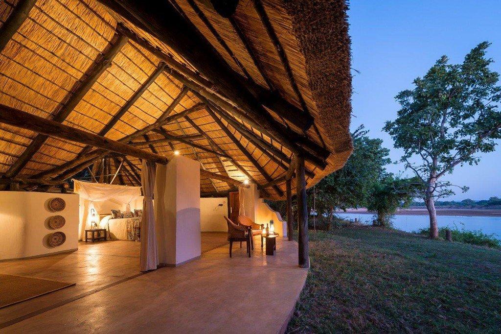 Sambia South Luangwa Nationalpark Nkwali Camp Unterkunft buchbar bei Iwanowski's Reisen - afrika.de
