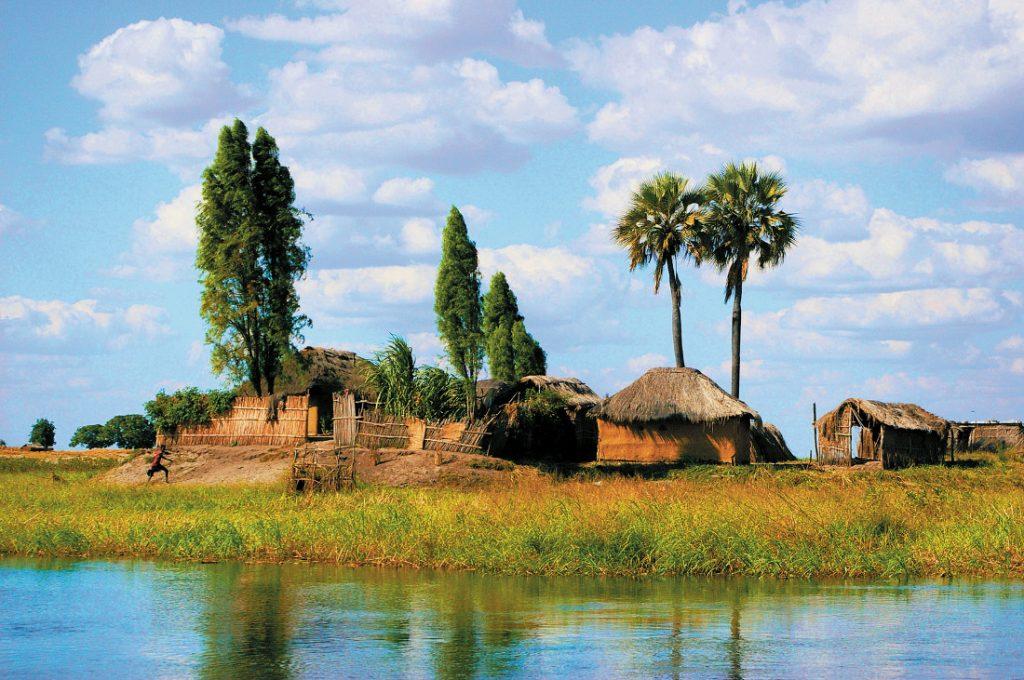 Sambia Campingsafari Ost nach West Dorf Barotse Plains Iwanowskis Reisen - afrika.de