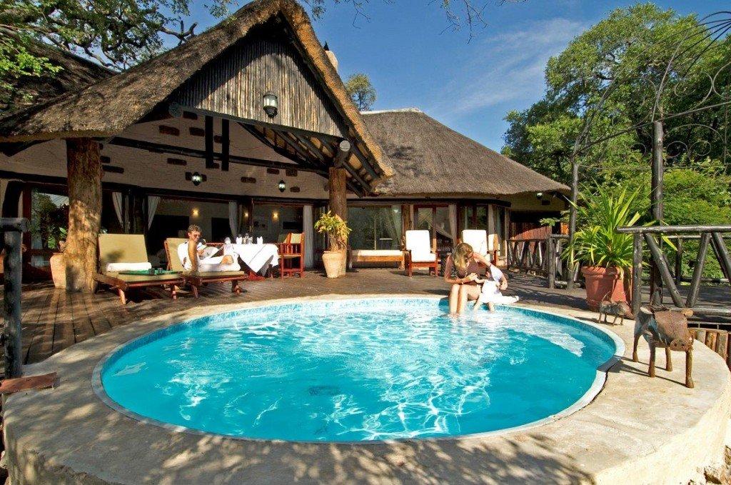 Sambia Safari Livingstone Sussi & Chuma Lodge Pool bei Iwanwoski's Reisen buchen - afrika.de