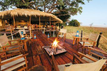 Sambia Busanga Plains Camp Lagerfeuer Iwanowskis Reise - afrika.de