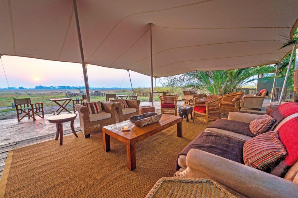 Sambia Kafue National Park Busanga Bush Camp Lounge Iwanowskis Reisen - afrika.de