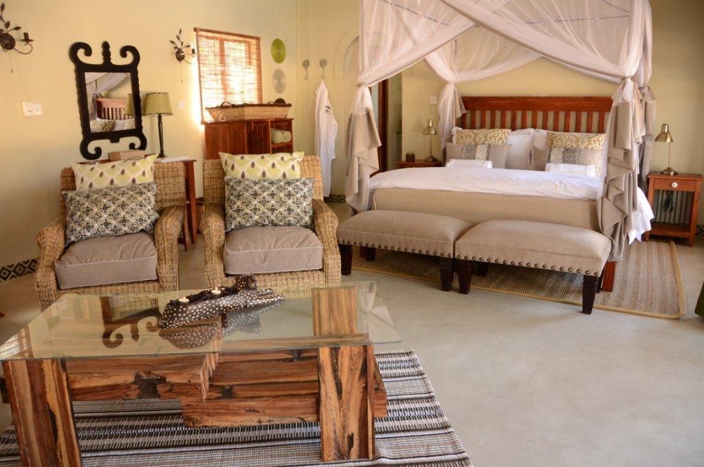 Simbabwe Hwange Nationalpark Camelthorn Lodge Zimmer Iwanowskis Reisen - afrika.de