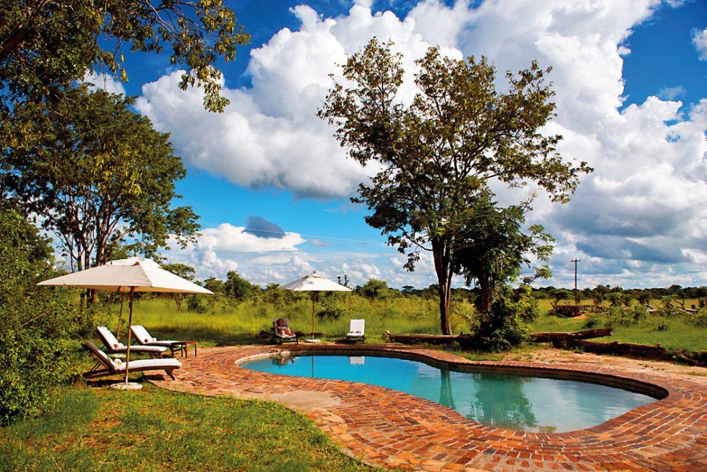 Simbabwe Hwange National Park Elephants Eye Pool Iwanowskis Reisen - afrika.de