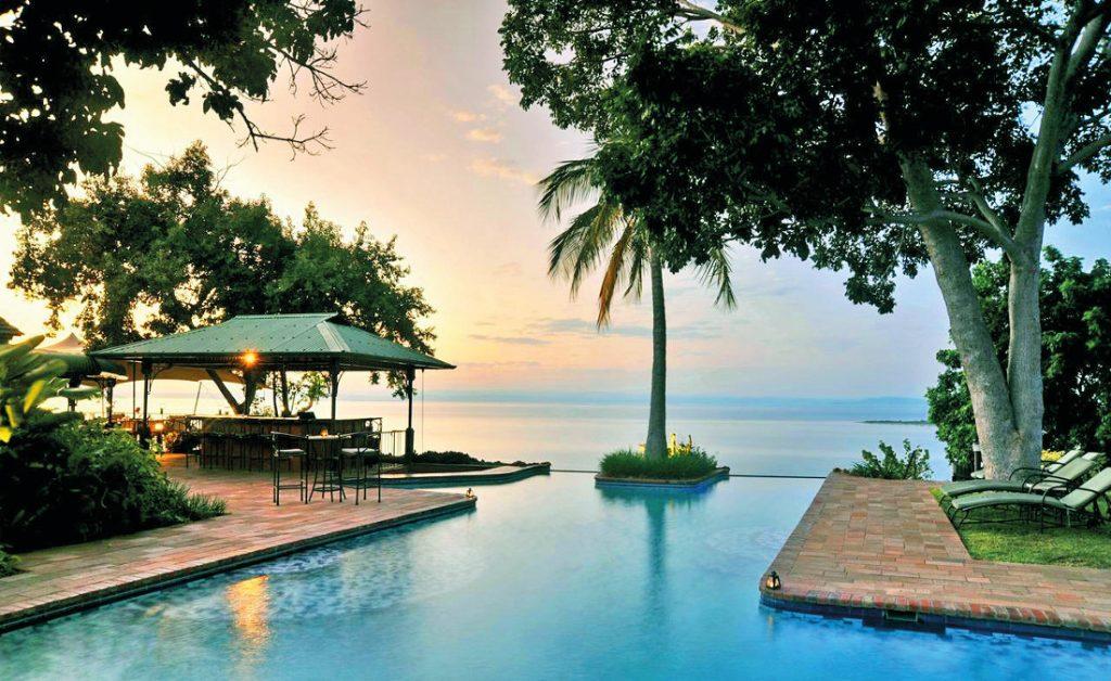 Simbabwe Lake Kariba Bumi Hills Safari Lodge Pool Iwanowskis Reisen - afrika.de