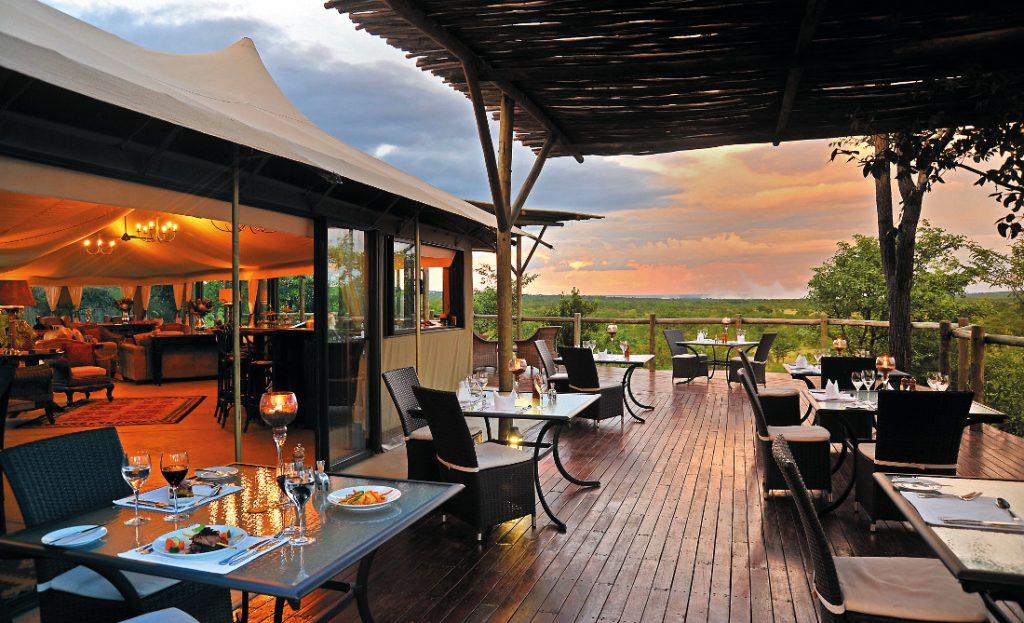 Simbabwe The Elephant Camp Terrasse Iwanowskis Reisen - afrika.de