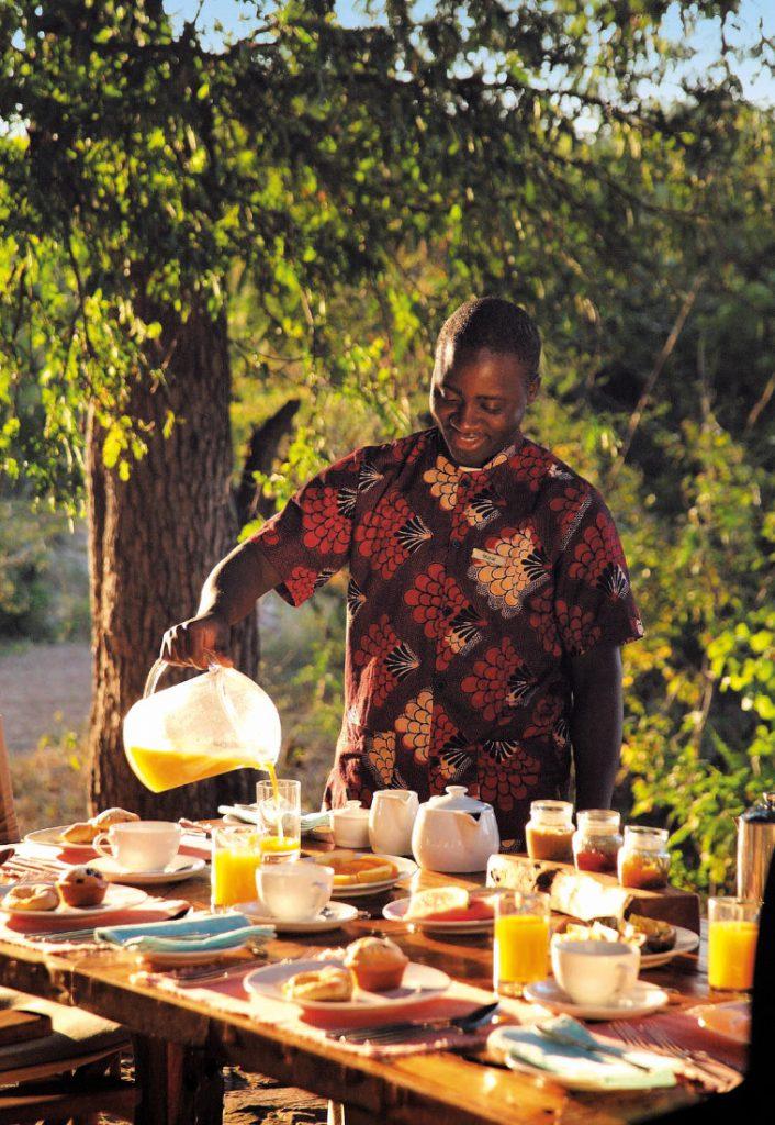 Tansania Ruaha National Park Jongomero Frühstück Service Iwanowskis Reisen - afrika.de