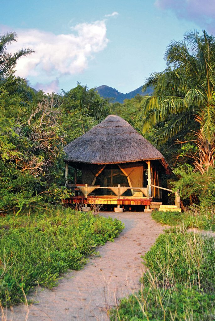 Tansania Mahale Mountains Nationalpark Kungwe Beach Lodge Iwanowskis Reisen - afrika.de