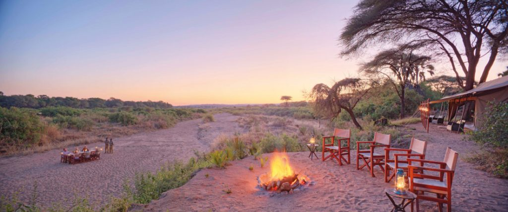 Tansania Ruaha Nationalpark Expeditionen Trekking Base Camp Lagerfeuer Iwanowskis Reisen - afrika.de